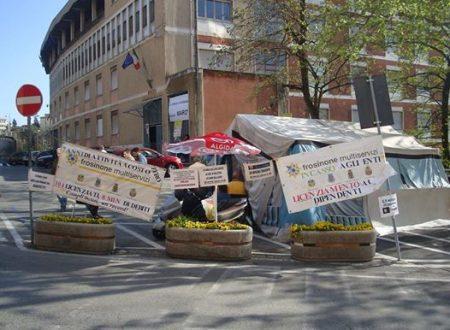 Altri 16 lavoratori della ex-Multiservizi vincenti causa rientrano al lavoro. Mentre l'Amministrazione comunale, che non si fa gli affari propri, viene condannata a risarcire!
